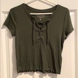 Olive Hollister crop top in medium